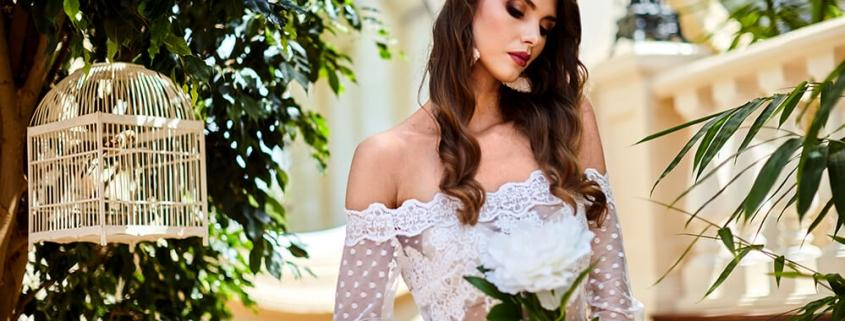 Panna młoda z białym kwiatem