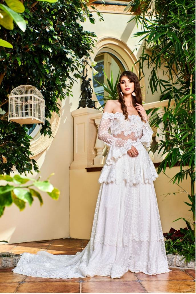 Suknia ślubna z trenem w romantycznym stylu