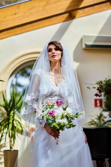panna młoda w sukni weselnej CRUZ