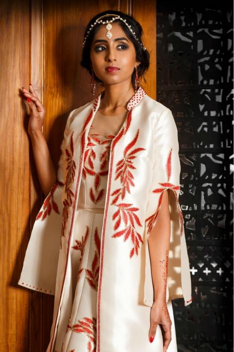 suknia orientalna - prosta w białym kolorze