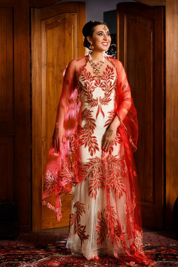 suknia orientalna z czerwonymi dodatkami Sundari