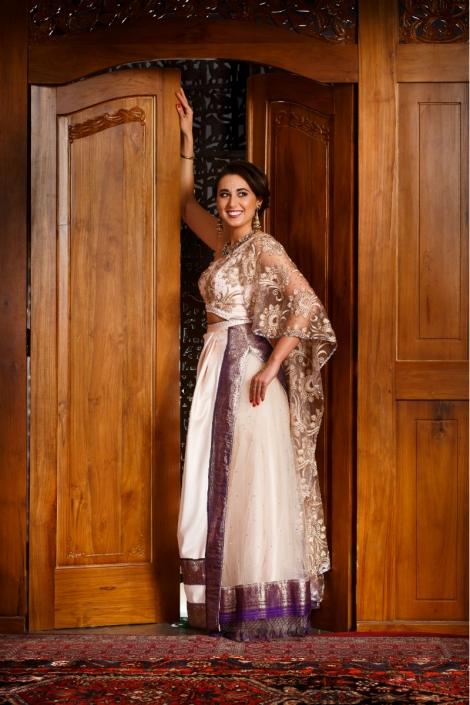 biała suknia orientalna z fioletem