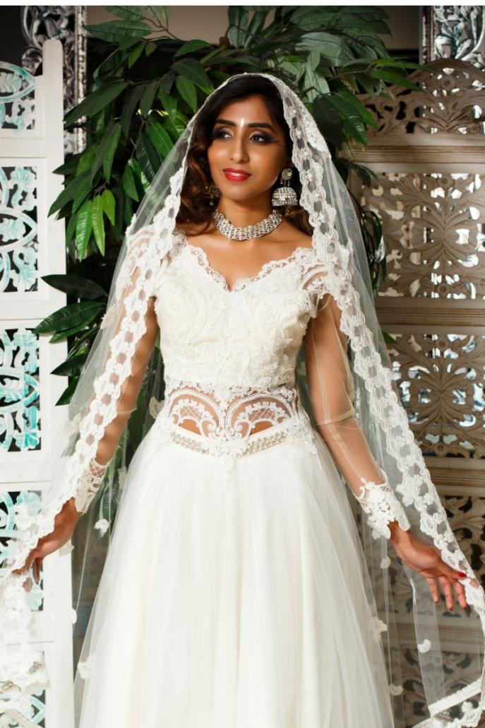 biała suknia orientalna z welonem