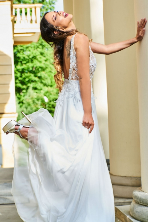 długa suknia ślubna AURELIA