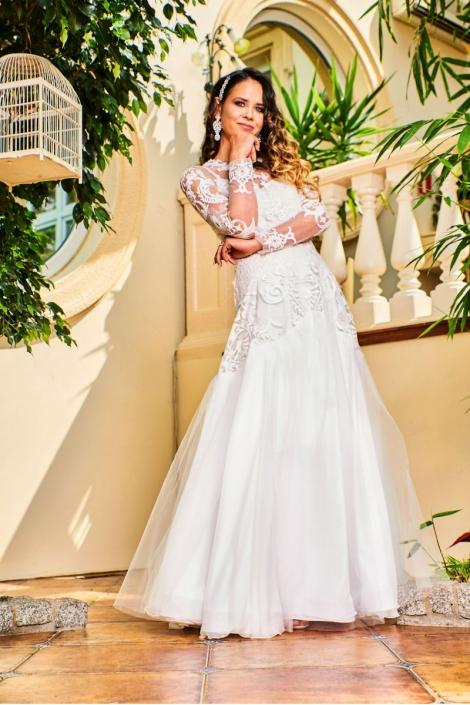 suknia ślubna CARLA - modelka